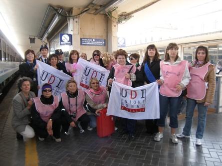 6 foto di gruppo delle donne di Pesaro e Bologna