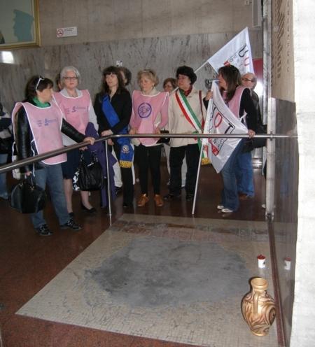 7 prima di uscire dalla stazione un saluto alle vittime della strage del 2 Agosto